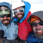 Felipe González, Matías Prieto y Dario Arancibia en la cumbre del Cerro ACGM