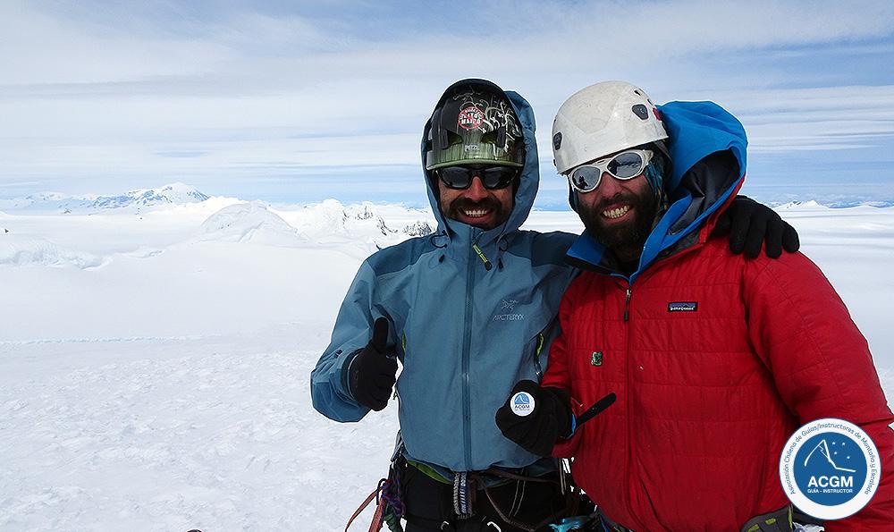 Felipe González y Matías Prieto en la cumbre del Cerro ACGM